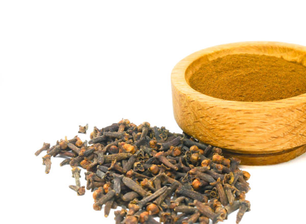 Whole and ground Cloves from the Natural Spot
